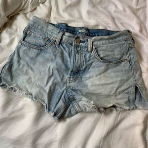 BDG Mid Rise Breezy Shorts In Light Wash - size 27
